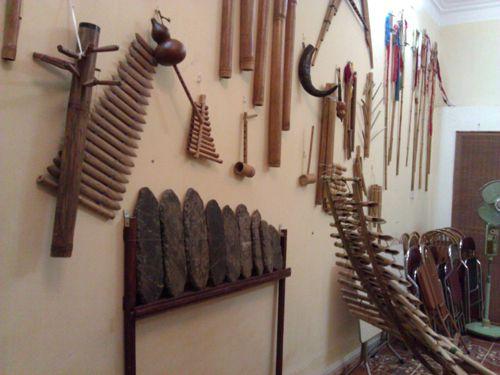 Cửa hàng bán Đàn T ' Rưng Tây Nguyên biểu diễn