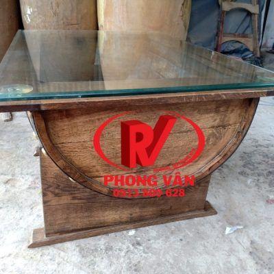 Bàn ghế làm từ thùng rượu gỗ sồi