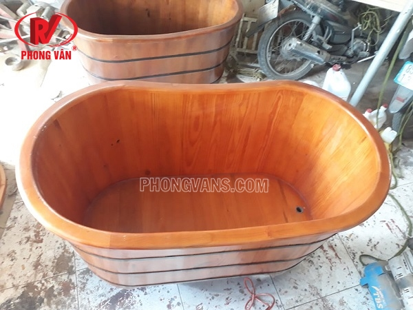 Bồn tắm gỗ thông oval màu cánh gián