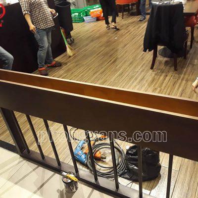 Kệ gỗ sắt để hoa giả nhà hàng