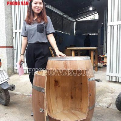 Thùng gỗ rượu trang trí mở cánh cửa