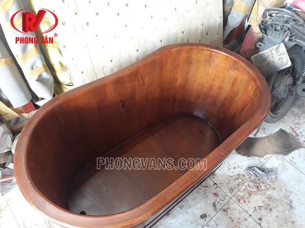 Thùng tắm gỗ thông nằm màu giả cổ
