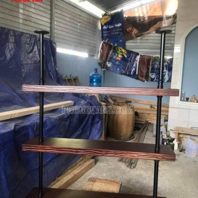 Kệ gỗ treo tường quầy bar cafe