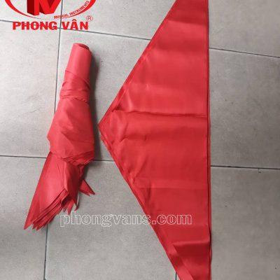 Khăn quàng đỏ vải phi bóng