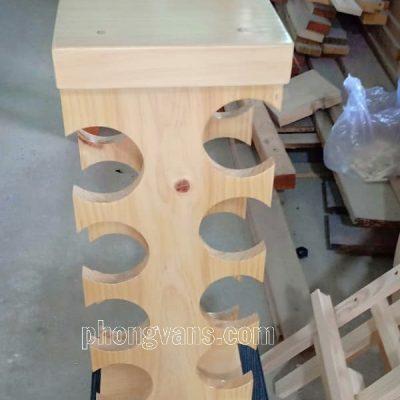 Kệ đựng chai rượu bằng gỗ thông