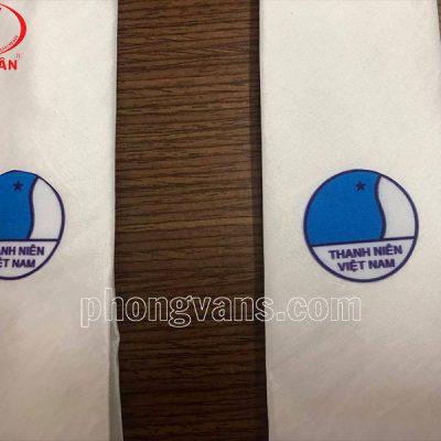 Cà vạt hội liên hiệp thanh niên màu trắng