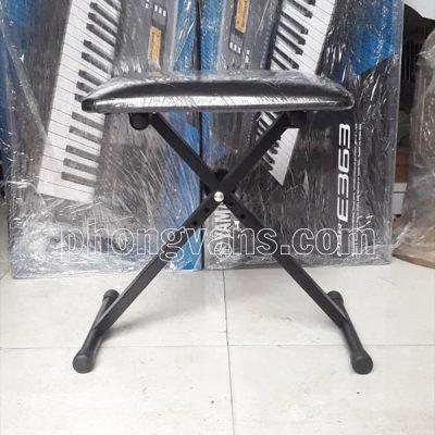 Bán sỉ trống ngồi chơi đàn và đánh trống jazz điện tử