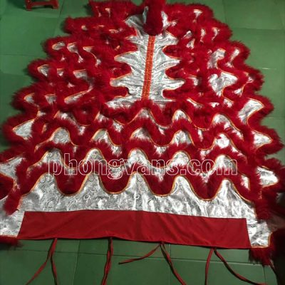 Đuôi quần lân vải gấm lông cừu đỏ