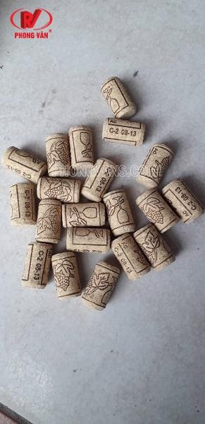 Nút bần trang trí hầm rượu