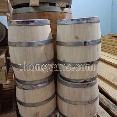 Trống thùng gỗ làm đèn hầm rượu vang