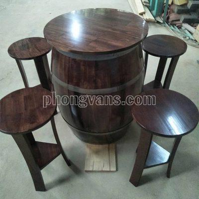 Bộ bàn ghế bằng thùng rượu vang