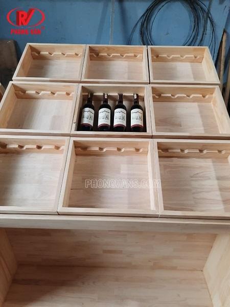Kệ gỗ để chai rượu shop cửa hàng rượu vang