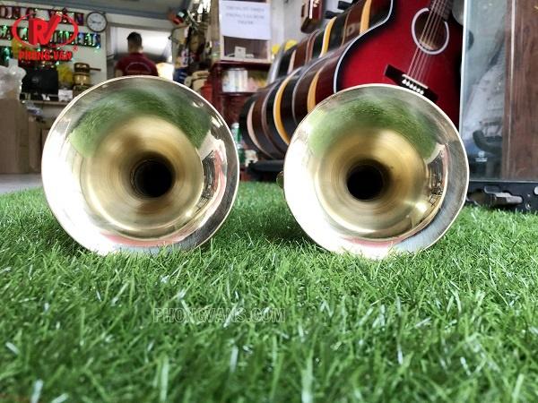 Kèn trumpet larong vàng