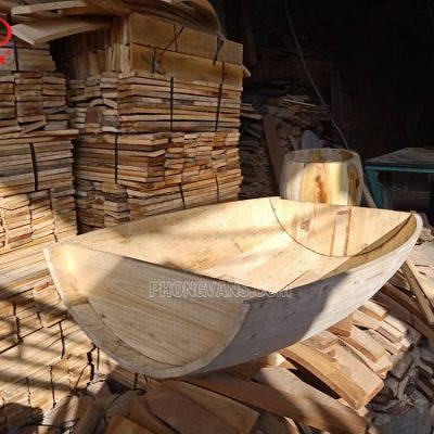 Thùng gỗ thông làm bàn ăn nhà hàng
