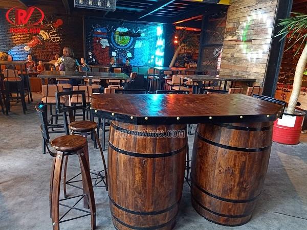 Bàn ghế quán bar club kiểu thùng trống gỗ