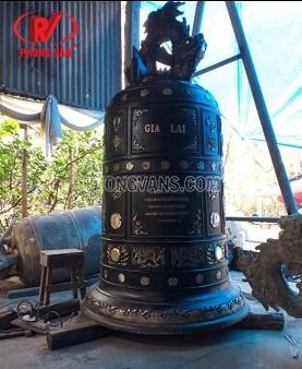 Đúc chuông đồng nặng 1 tấn màu đen