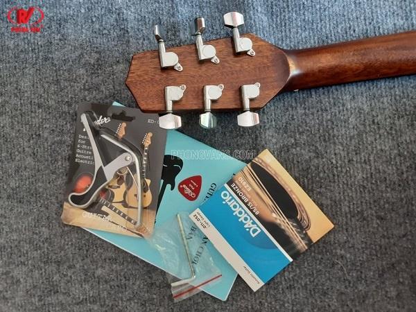 Đàn guitar acoustic Takamine D10C giá rẻ