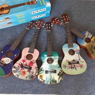 Đàn ukulele gỗ uk26 mặt đàn hình 3D